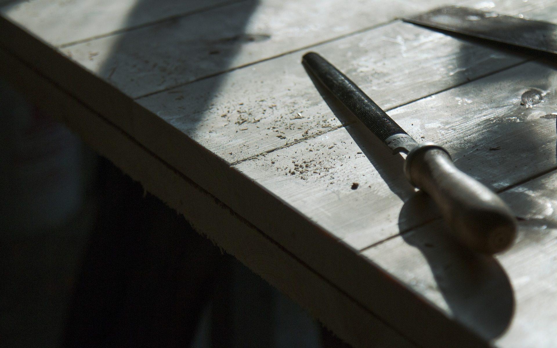 Cómo restaurar muebles de madera antiguos
